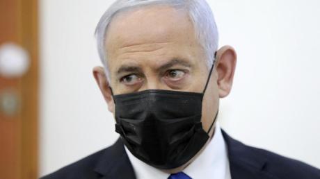 Benjamin Netanjahu nimmt in Jerusalem an einer Beweisanhörung in seinem Prozess wegen angeblicher Korruptionsverbrechen teil.