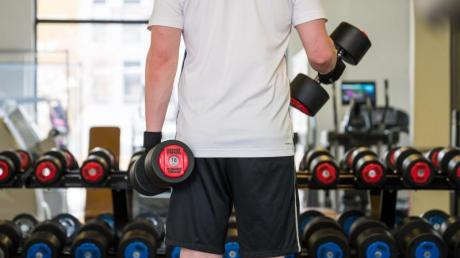 In den Fitnessstudios darf wieder trainiert werden.