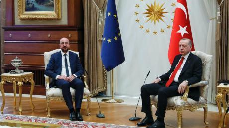 Zwei Sessel, zwei Männer – und erst mal kein Platz für die EU-Kommissionspräsidentin.