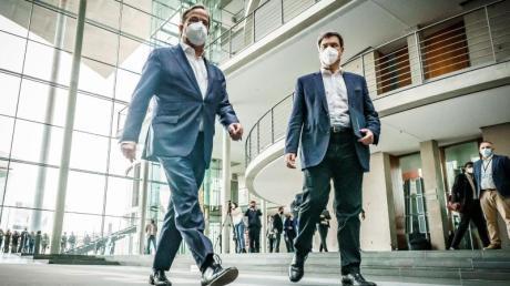Armin Laschet und Markus Söder haben im Bundestag nach Beratungen mit der Fraktion ihre Bereitschaft zur Kanzlerkandidatur erklärt.