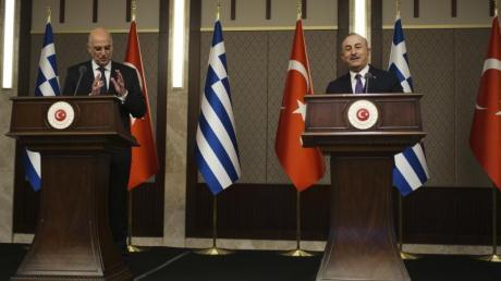Das Treffen von Nikos Dendias (l), Außenminister von Griechenland, und Mevlüt Cavusoglu, Außenminister der Türkei, in Ankara sorgte für Aufsehen.