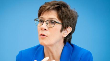 Nord Stream 2 zählt seit Jahren zu den Hauptstreitpunkten in den deutsch-amerikanischen Beziehungen. Nun hat sich Verteidigungsministerin Annegret Kramp-Karrenbauer (CDU) positioniert.