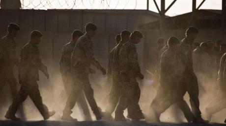 Die Bundeswehr stellt sich in Absprache mit den Nato-Verbündeten auf einen deutlich schnelleren Abzug aus Afghanistan ein.