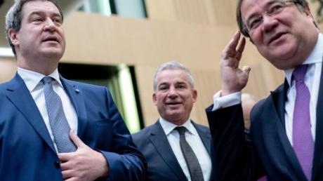 Markus Söder (links) prognostiziert für die Bundestagswahl mit dem Unions-Kanzlerkandidaten Armin Laschet (rechts) ein schlechteres Ergebnis inBayern - aber ein besseres in NRW. Das werde sich insgesamt ausgleichen, so der CSU-Chef.