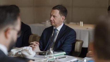 Sachsens Regierungschef Michael Kretschmer besucht Moskau und spricht mit Putin über den Fall Nawalny.