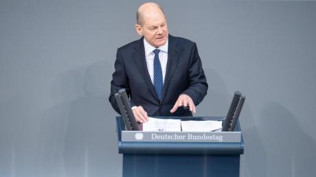 Olaf Scholz (SPD), Bundesfinanzminister, spricht im Bundestag. Thema ist die Verabschiedung des Nachtragshaushaltes.