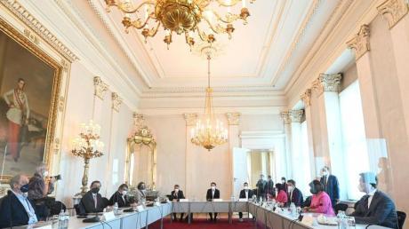 Spitzenrunde zum Thema Öffnungen in der Corona-Krise mit Bundeskanzler Sebastian Kurz (M) im Bundeskanzleramt in Wien.