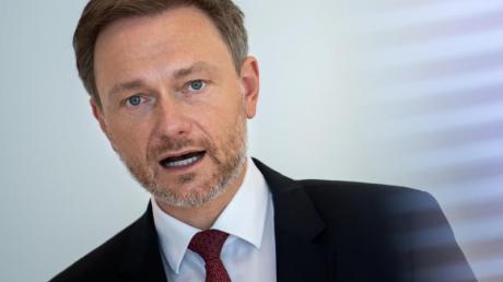 Christian Lindner setzt im Bund auf Schwarz-Gelb, eine Ampelkoalition aus Grünen, SPD und FDP sieht er kritisch.