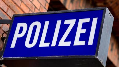 Eine 17-Jährige solle einen Elfjährigen in Welden geschlagen haben, berichtet die Polizei.