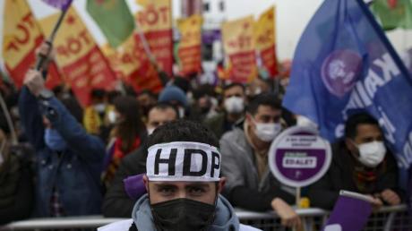 Unterstützer der prokurdische Oppositionspartei HDP während einer Protestveranstalgung im März diesen Jahres.