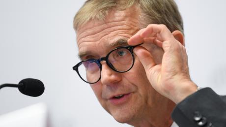 """""""Homophobe Einstellungen innerhalb der Kirche sind ein Risikofaktor"""", sagt Harald Dreßing. Er ist forensischer Psychiater und unter anderem auch als Gutachter in Strafprozessen tätig."""