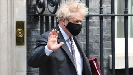 """Premierminister Boris Johnson vor seinem Dienstsitz in der Downing Street: """"Sollen sich die Leichen doch zu Tausenden stapeln."""""""
