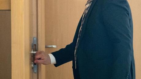 Georg Nüßlein betritt am 25. Februar sein Büro im Bundestag. Seit der Razzia an jenem Tag in der Maskenaffäre hat der frühere CSU-Politiker keine Bundestagssitzung mehr besucht.