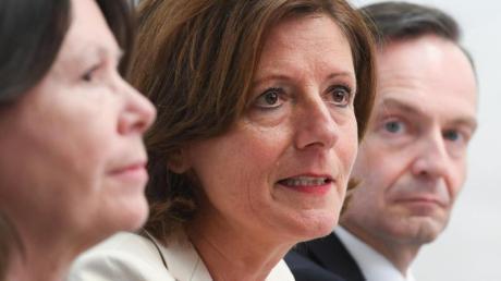 Die Ministerpräsidentin von Rheinland-Pfalz, Malu Dreyer (m.), Wirtschaftsminister Volker Wissing (r.) und Umweltministerin Ulrike Höfken.