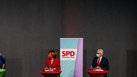 Anne Spiegel (l.-r., Bündnis 90/Die Grünen), Malu Dreyer (SPD), Roger Lewentz (SPD) und Daniela Schmitt (FDP).