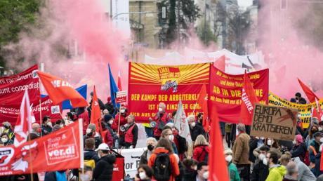 """Motto """"Solidarität ist Zukunft"""": Kundgebung des Deutschen Gewerkschaftsbundes am Königsplatz in München."""