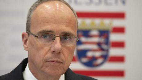 Der hessische Innenminister Peter Beuth gibt ein Statement zu den Ermittlungen im Fall «NSU 2.0» ab.