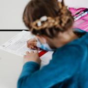 Bleibt die Inzidenz weiter unter 165, dann könnten neue Regeln bei Kinderbetreuung und Schulen im Kreis Neu-Ulm in Kraft treten.