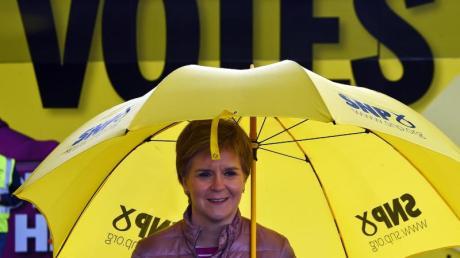 Nicola Sturgeon, Erste Ministerin von Schottland und Vorsitzende der Schottischen Nationalpartei (SNP), macht Wahlkampf für die schottischen Parlamentswahlen.