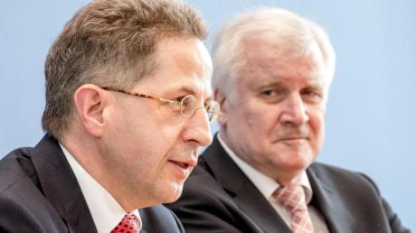 «Ich kann nur sagen, ich war mit seiner Arbeit sehr zufrieden», sagt Horst Seehofer (rechts) rückblickend über die Arbeit von Hans-Georg Maaßen an der Spitze des Verfassungsschutzes.
