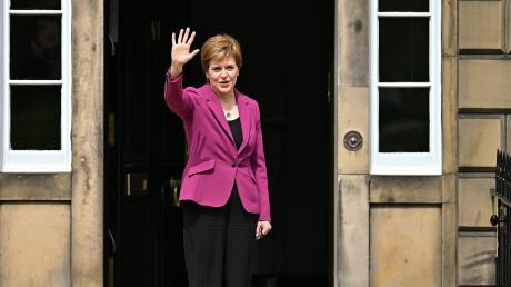 Triumph? Obwohl die schottische Nationalpartei die absolute Mehrheit bei den Regionalwahlen knapp verfehlt hat, bleibt die Unabhängigkeit wohl auf der Tagesordnung. Allerdings zeigt der britische Premier Boris Johnson keine Bereitschaft, auf die Separatisten zuzugehen.