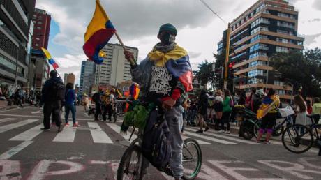 Demonstrant sind in Bogotá auf die Straße gegangen. Präsident Duque will «den größtmöglichen Aufmarsch der Sicherheitskräfte» gewährleistet sehen.