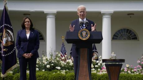 Angesichts der Gewalt im Nahen Osten hat US-Präsident Joe Biden mit Israels Ministerpräsident Benjamin Netanjahu und mit Palästinenserpräsident Mahmud Abbas telefoniert.