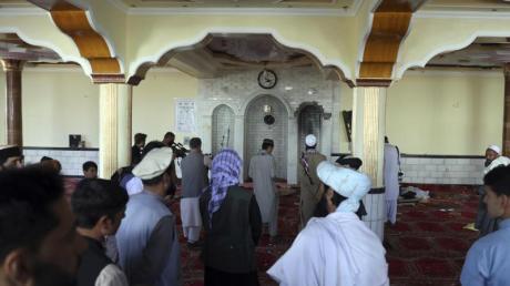 Bei einem Anschlag auf eine Moschee nördlich von Kabul sind mindestens zwölf Menschen getötet worden.