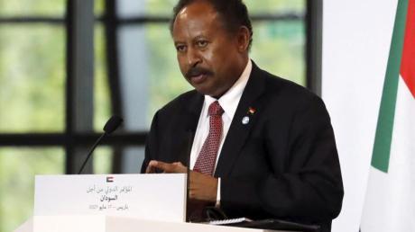 Abdalla Hamdok, Premierminister des Sudan, nimmt an einer Pressekonferenz während einer internationalen Konferenz zur Unterstützung des Sudan teil.