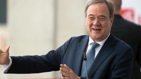 Armin Laschet (CDU), Ministerpräsident von Nordrhein-Westfalen, gibt eine Pressekonferenz.
