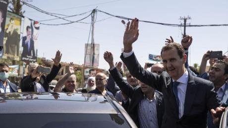 Der syrische Präsident Baschar al-Assad hat die Wahl nach offiziellen Angaben haushoch gewonnen.