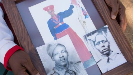 Viele tausend Herero haben ihre Angehörigen durch die brutale Macht der Deutschen verloren. Fotos ihrer Vorfahren haben oft nur diejenigen, deren Familien es schafften zu fliehen.