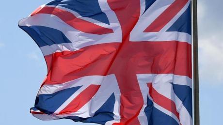 Die Flagge von Großbritannien weht im Wind.