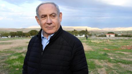 Er hat Skandale überlebt, doch am Ende wird er wohl von einer Koalition ins Abseits befördert, die vor allem ein Ziel hat: israelische Politik ohne Benjamin Netanjahu.