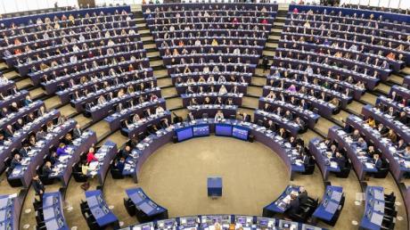 Mit dem fraktionsübergreifenden Entschließungsantrag aus dem Europaparlament soll der im Dezember 2020 vereinbarte Kompromiss zwischen den Staats- und Regierungschefs ausgehebelt werden.