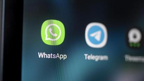 Auf verschlüsselte Kommunikation in Messenger-Diensten soll der Verfassungsschutz entgegen scharfer Kritik künftig stärker zugreifen dürfen.