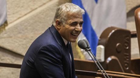 Jair Lapid, Vorsitzender der oppositionellen Zentrums-Partei Jesch Atid, soll nach zwei Jahren Naftali Bennett als Ministerpräsident ablösen.