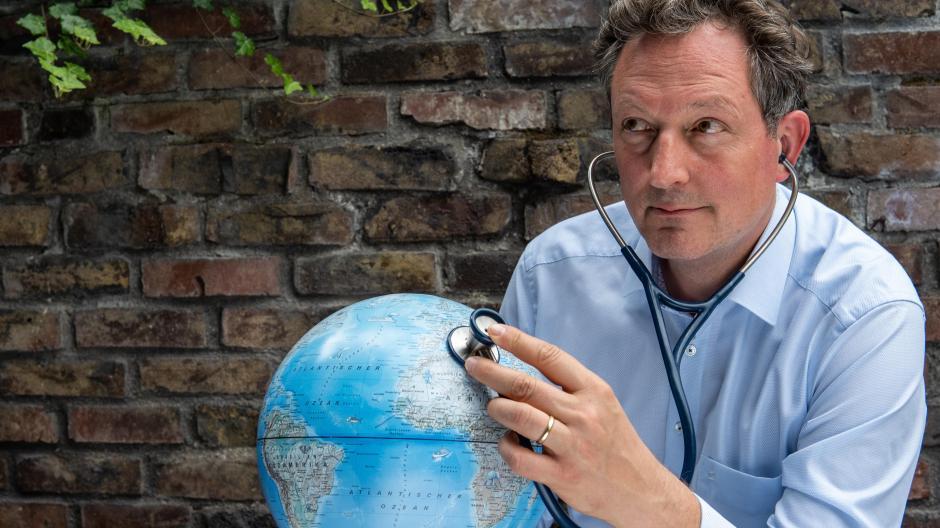 Der bekannte Mediziner und Moderator Eckart von Hirschhausen ist ein aktiver Klimaschützer geworden und fordert alle zum Mitreden und Mitmachen auf.