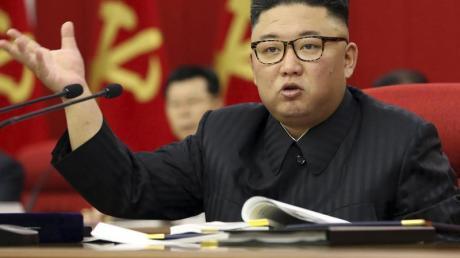 Der nordkoreanische Machthaber Kim Jong Un spricht während einer Versammlung der Arbeiterpartei in Pjöngjang.