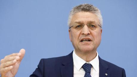 RKI-Präsident Lothar Wieler warnt vor der Delta-Variante. Sie könne im Herbst das Infektionsgeschehen dominieren, sagt er.