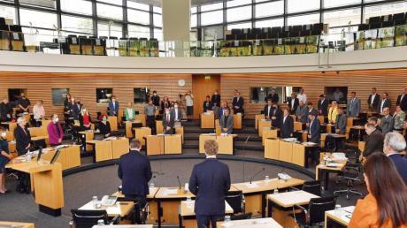 Der Landtag in Thüringen: Wie sahen Umfragen zur ursprünglich geplanten Neuwahl aus?
