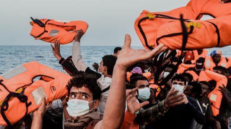 """Die """"Ocean Viking"""" rettete Flüchtlinge."""