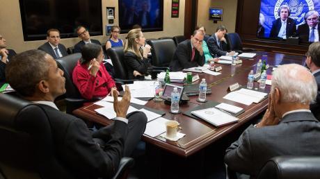 """Diese Bilder gingen um die Welt: Der frühere US-Präsident Barack Obama versammelte in Krisensituationen Regierungsmitglieder und Fachleute im so genannten """"Situation Room""""."""