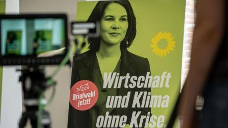 Ein Wahlplakat der Grünen zeigt Kanzlerkandidatin Annalena Baerbock.