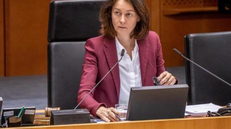 Katarina Barley leitet als Vizepräsidentin des Europäischen Parlaments eine Sitzung. Barley fordert, dassEU-Gelder für Ungarn und Polen gesperrt werden.
