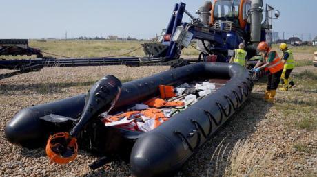Rund 50 Menschen kamen in einem einzigen Schlauchboot erst kürzlich an der englischen Küste an.