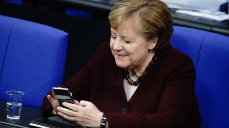 Das Smartphone als Instrument des Regierens: Schnelle Absprachen im Hintergrund erledigt Angela Merkel noch immer per Kurznachricht.