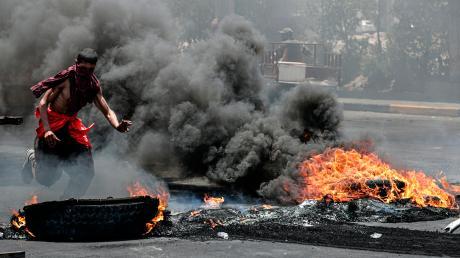 Im Irak und im Iran kommt es seit Wochen zu Unruhen und Demonstrationen wegen Stromausfällen und Wassermangel in der lang andauernden Hitzewelle.