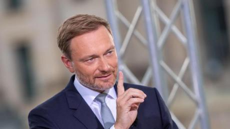 FDP-Chef Christian Lindner warnt vor einer «Untertanenmentalität» und davor, sich unverhältnismäßige Eingriffe in die eigene Freiheit gefallen zu lassen.