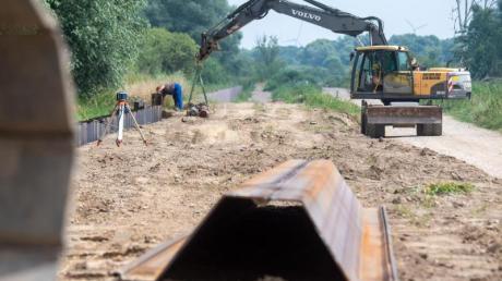 Unter anderem mit verstärkten Dämmen und Deichen wollen die Grünen Flutkatastrophen vorbeugen.